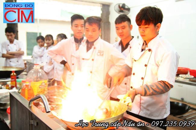 top 4 ngành nghề dễ xin việc trong tương lai nấu ăn học trung cấp