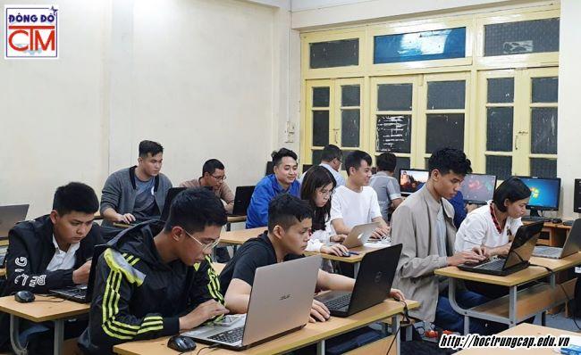 Học sinh Tốt nghiệp THCS và THPT nên chọn nghề nào ảnh 2 học trung cấp công nghệ và quản trị Đông Đô