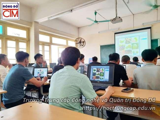 ảnh thực tế sinh viên trung cấp công nghệ thông tin 02 trường Trung cấp Công nghệ và Quản trị Đông Đô
