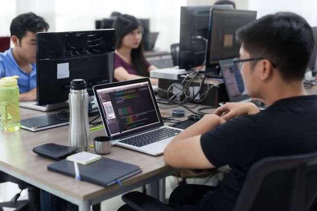 nhân lực ngành công nghệ thông tin bài viết của trường Trung cấp Công nghệ và Quản trị Đông Đô