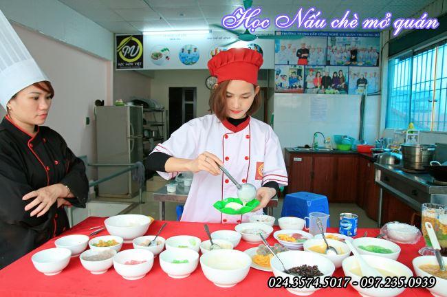 học viên khóa học nấu chè mở quán tại Hà Nội ở Học Món Việt