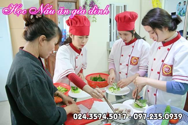 hình ảnh lớp học nấu ăn gia đình tại Học Món Việt