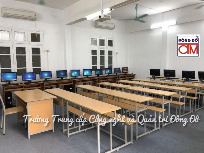 ảnh phòng máy tính trường Trung cấp Công nghệ và Quản trị Đông Đô