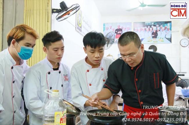 ảnh thực tế sinh viên trung cấp nấu ăn 19 trường Trung cấp Công nghệ và Quản trị Đông Đô